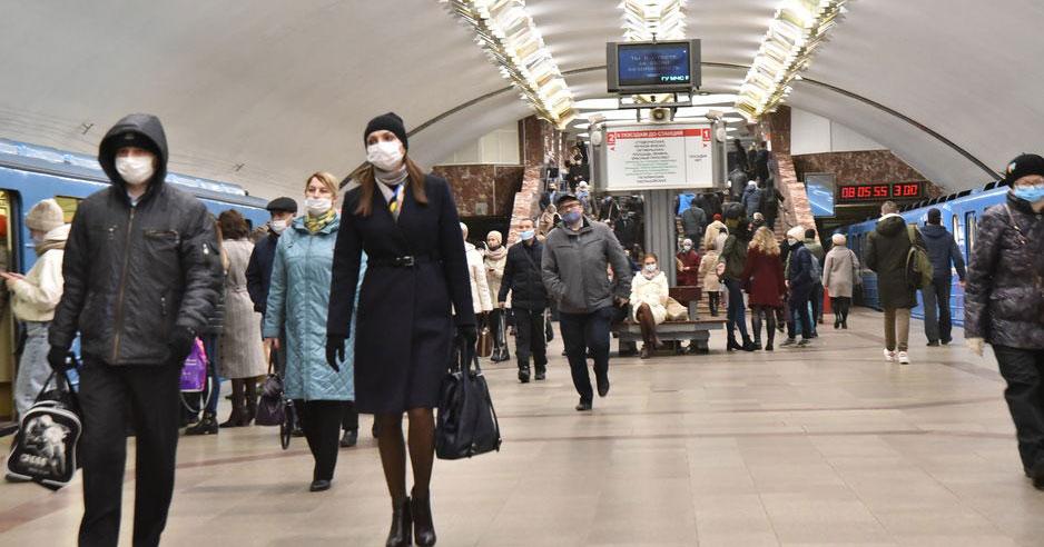Новосибирский фотограф понаблюдал за пассажирами в метро