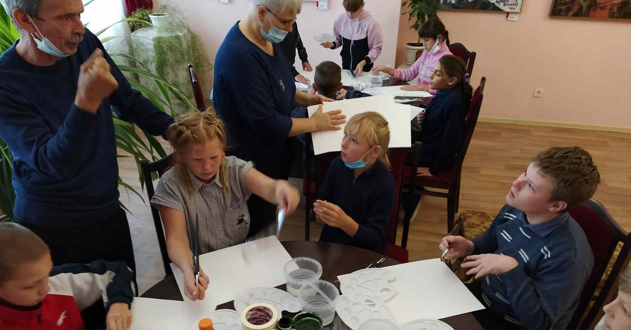 Передвижная выставка проекта «Область искусства» с оригинальными работами сибирских художников открывается в Каргате
