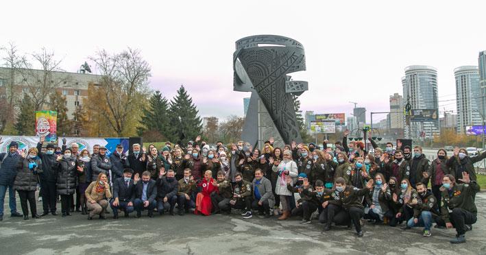 Перед новосибирским театром появился новый памятник