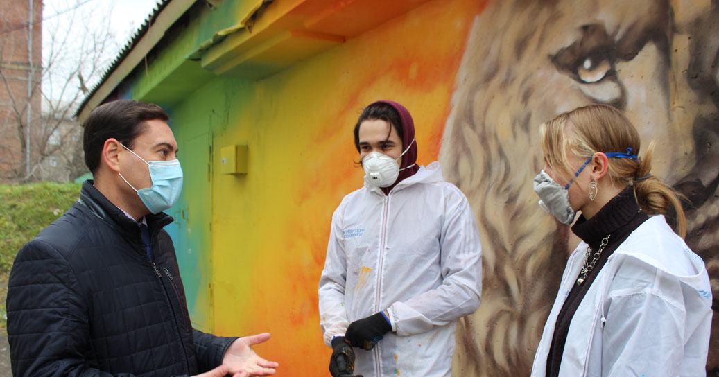 Новосибирские волонтёры подарили яркую сказку больным детям