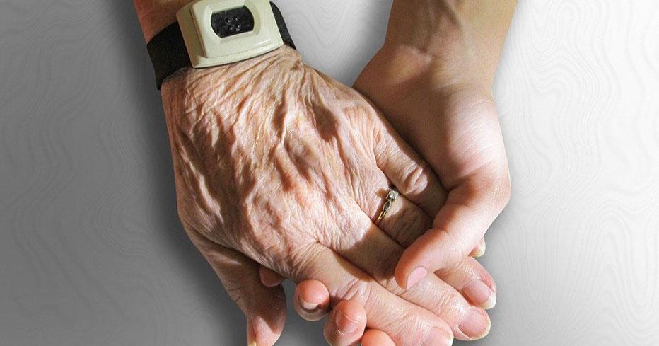 Одинокие пожилые и маломобильные жители Новосибирской области могут обратиться за помощью на горячую линию