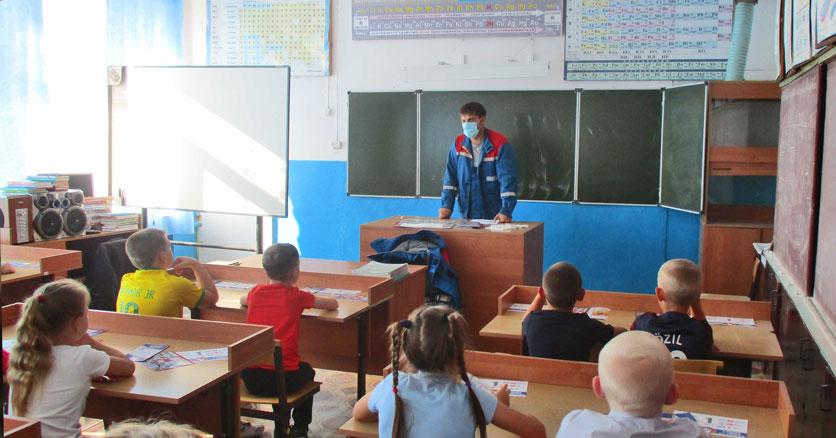 Новосибирские энергетики в преддверии школьных каникул напомнили о правилах безопасности