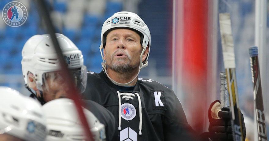 В Новосибирске во время тренировки прямо на льду умер игрок хоккейной команды