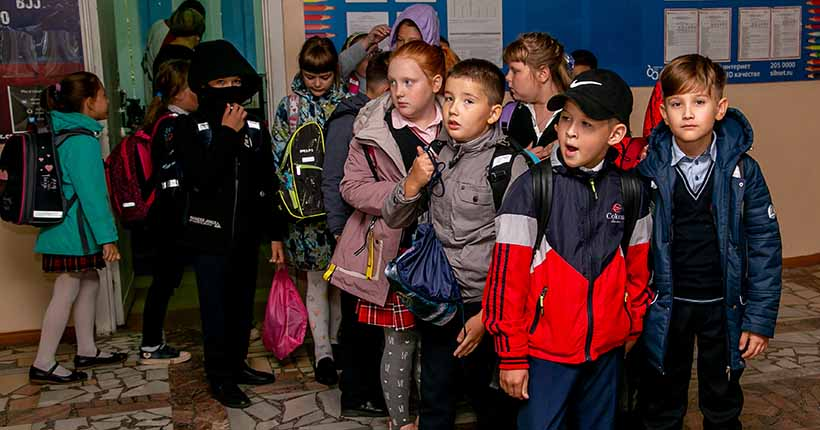79 школьных классов находятся на карантине в Новосибирске