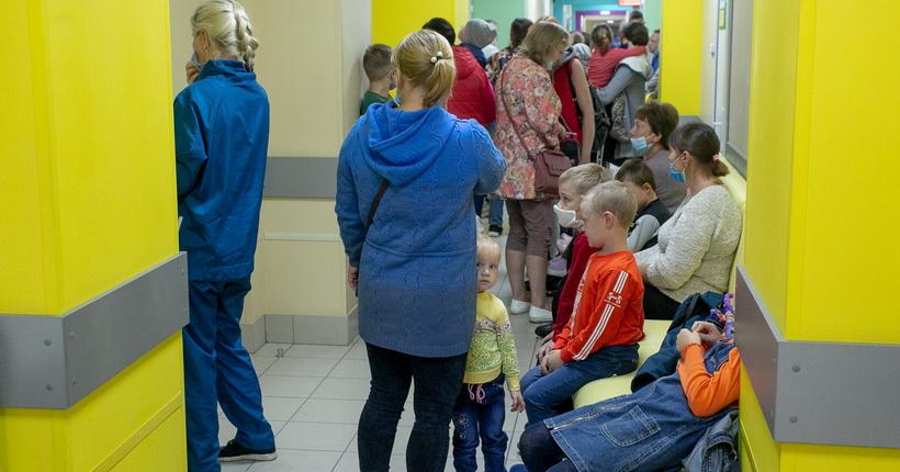 «336 вызовов на 6 врачей» — новосибирский врач рассказала, в каких условиях работают поликлиники