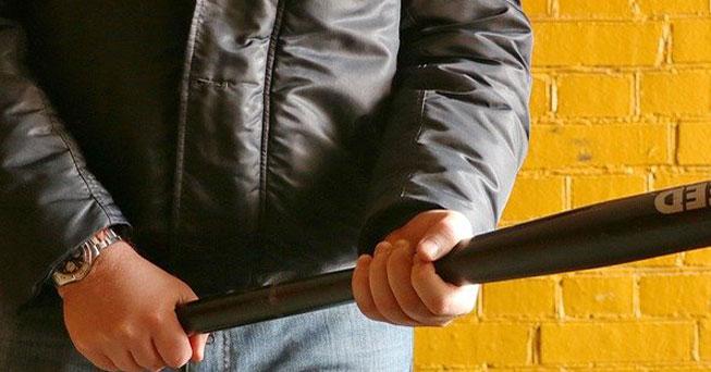 В Новосибирске будут судить вымогателей, которые доставляли похоронные венки должникам