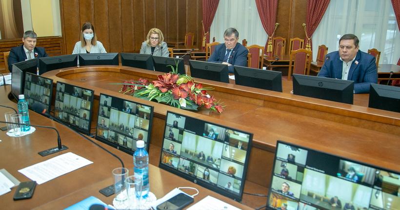 Новосибирская область получит федеральные деньги на борьбу с COVID-19 и социальные выплаты