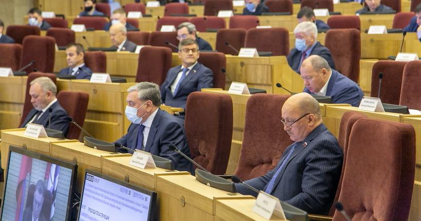На сессии новосибирского заксобрания определён состав комиссий областного парламента