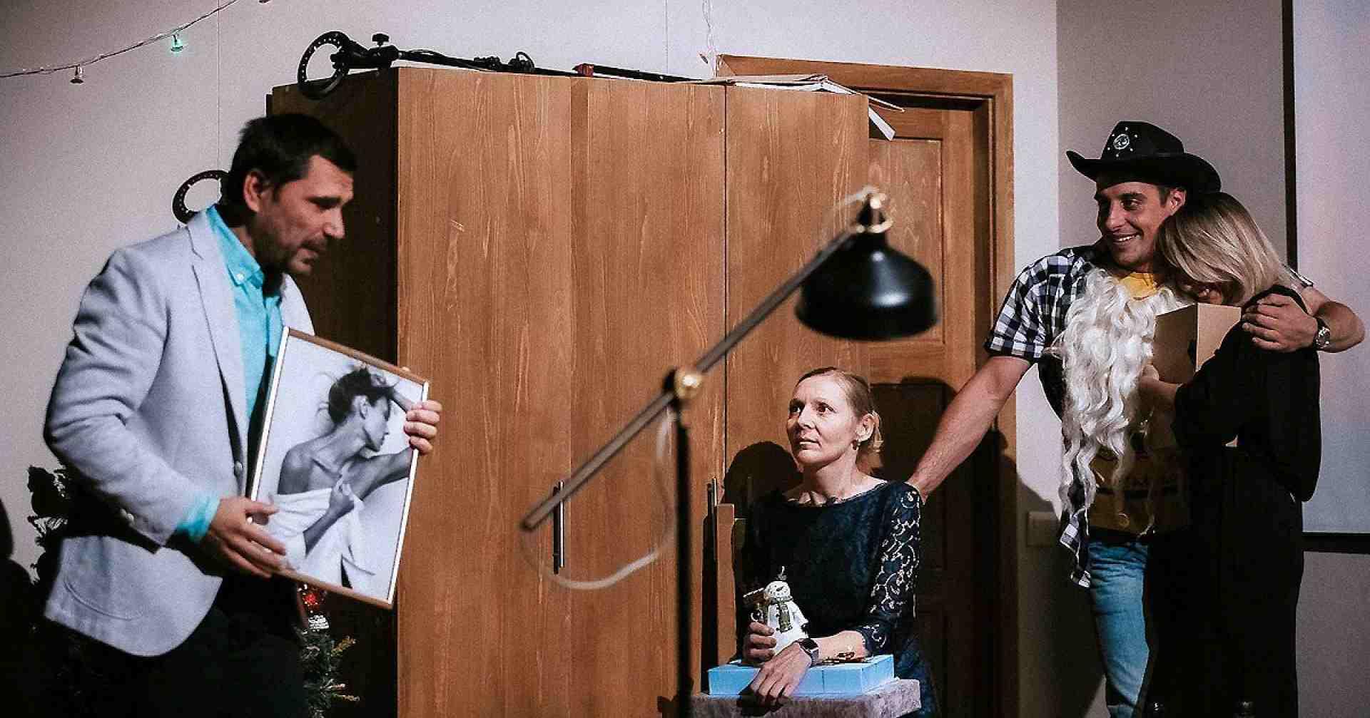 Краснофакельцы наконец отправились на «Золотую Маску» — у спектакля «Дети солнца» семь номинаций и два показа в Театре Наций