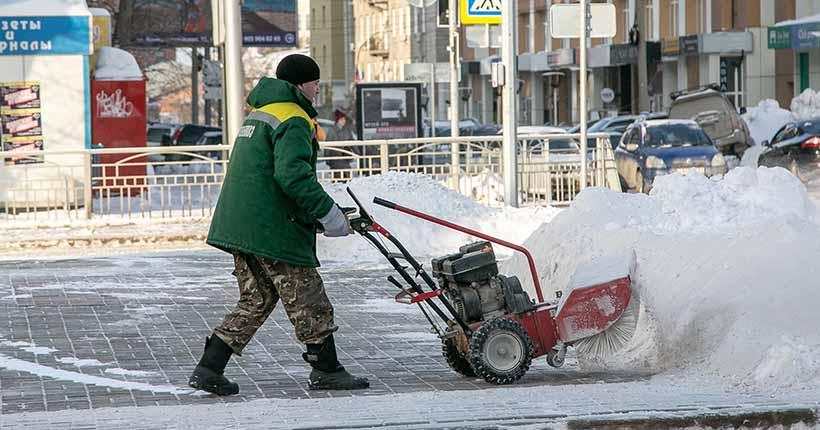 В Новосибирске перешли на зимний режим уборки городских дорог