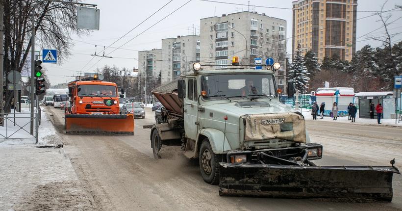 В Новосибирской области борются с последствиями первых снегопадов