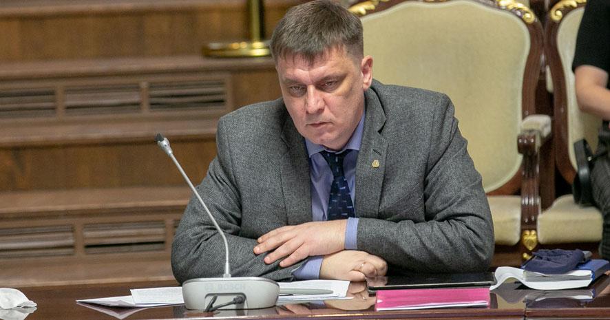 В некоторых школах Новосибирской области продлят учебный год