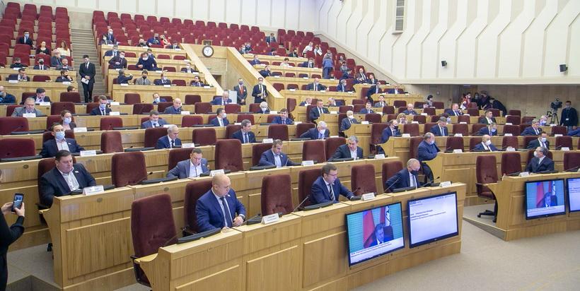 Закон о возможности голосовать в течение трёх дней, в том числе вне помещений, приняло новосибирское заксобрание