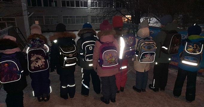Выяснилось, что большинство детей Новосибирска носят светоотражатели на одежде