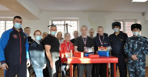 В Новосибирской области обвиняемые и осуждённые участвовали в турнире по армреслингу