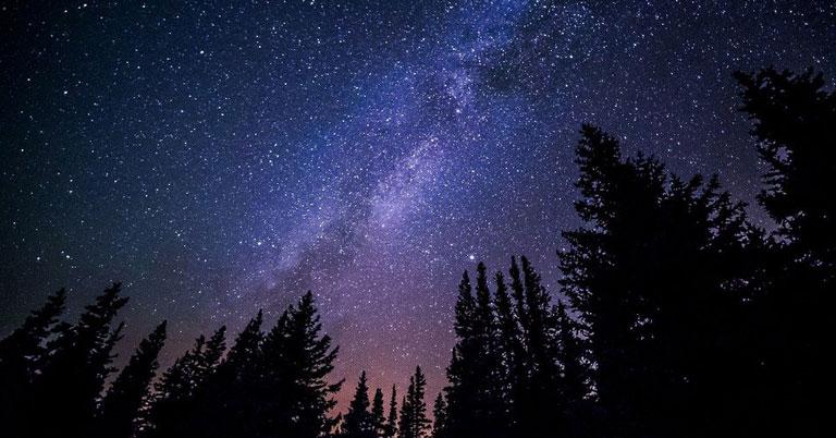 Жители Новосибирской области смогут наблюдать интригующий метеорный поток Геминиды