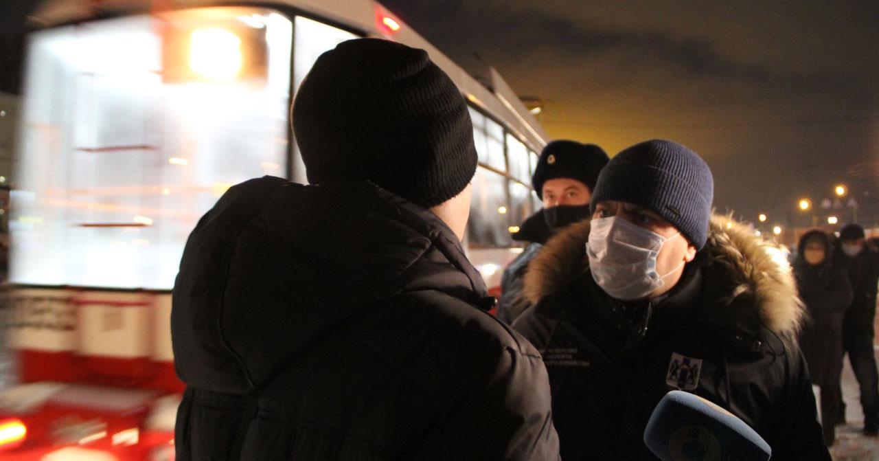 В трамваях Новосибирска среди пассажиров были обнаружены ковид-диссиденты