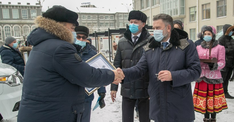 Лучших аграриев Новосибирской области наградили по итогам уборки