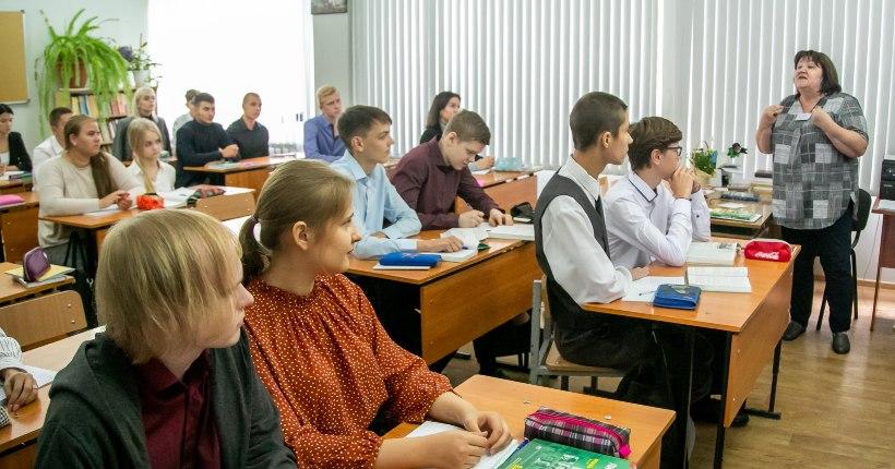 В системе образования Новосибирской области 418 человек болеют ковидом