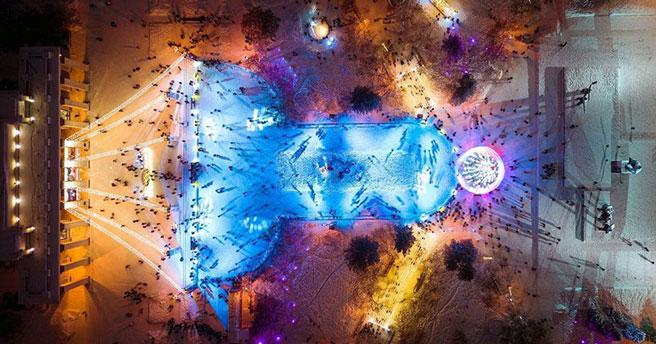 Новый год 2021: каток у оперного театра в Новосибирске вновь собирает лавры