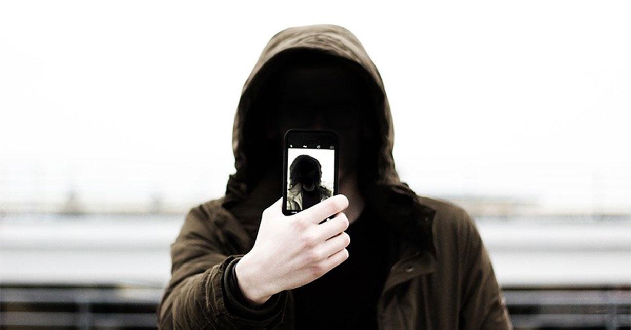 В Новосибирске подросток, угрожая ножом, отобрал у сверстника телефон