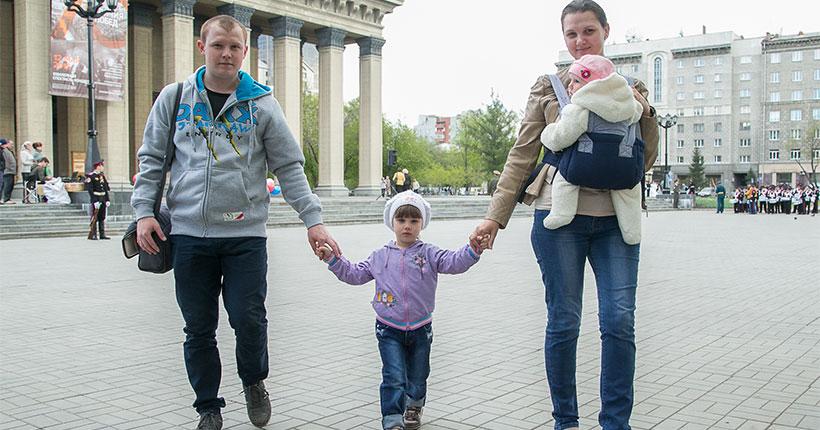 Новосибирские дети начали получать новогодние выплаты