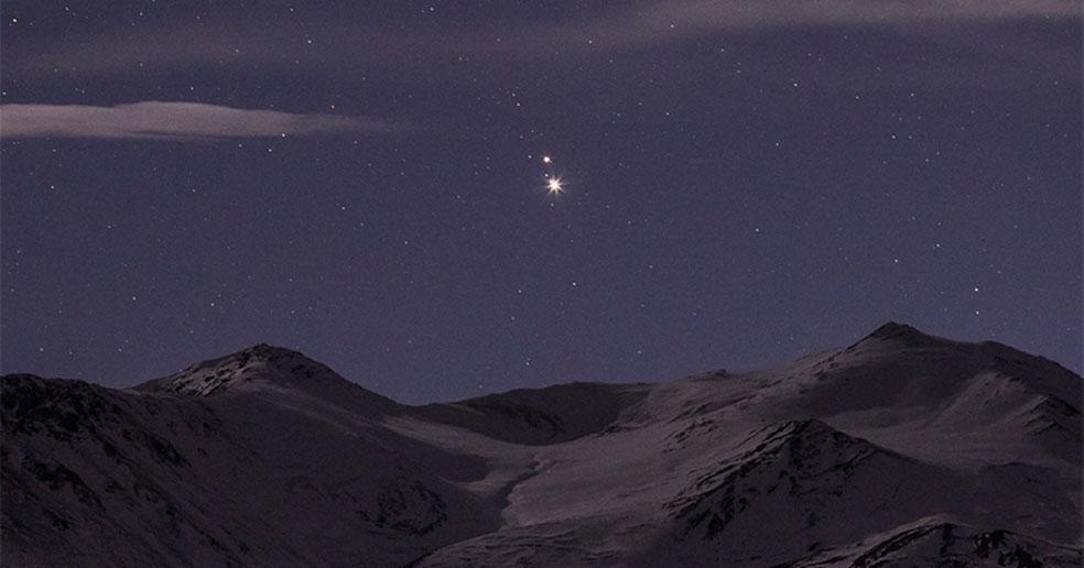 Редкое явление: в небе над Новосибирском сойдутся два газовых гиганта