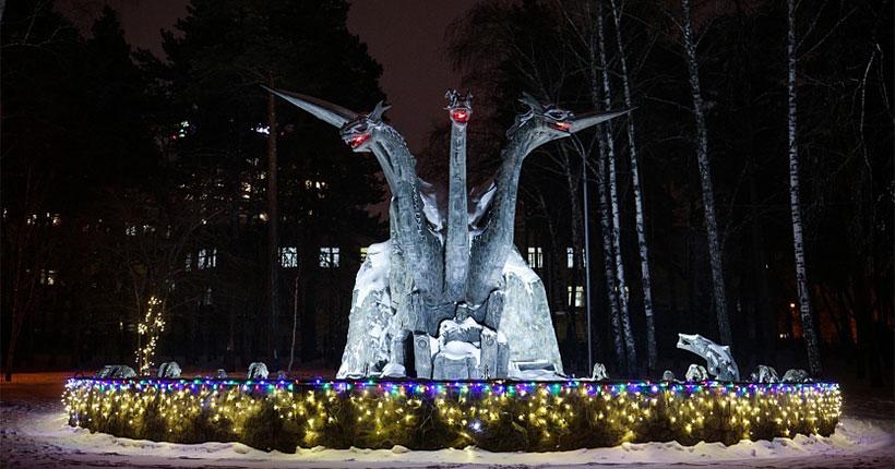 Новосибирского Змея Горыныча впервые украсили иллюминацией