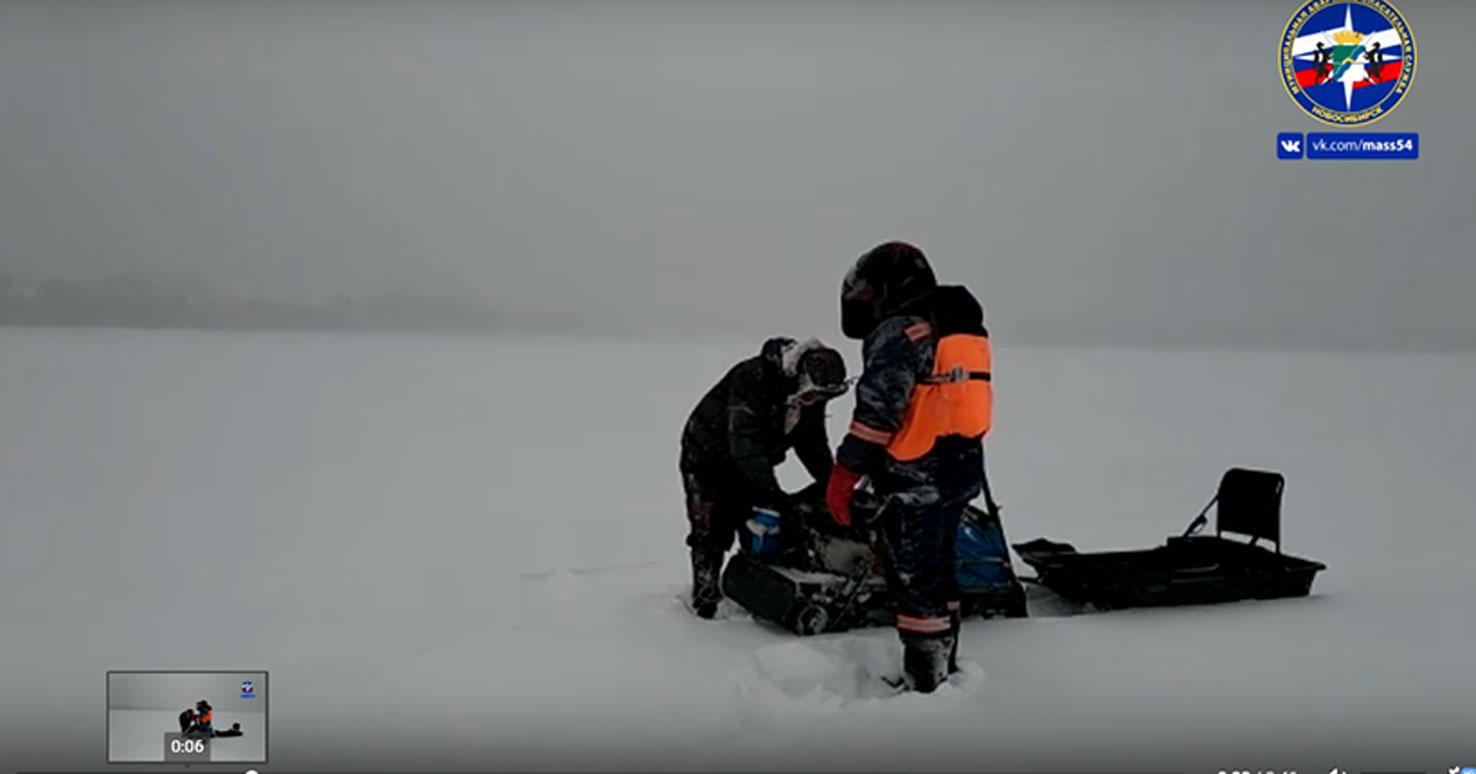 Под Новосибирском спасатели искали на льду заблудившегося рыбака