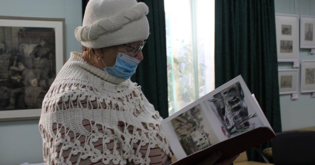 В Ордынском историко-художественном музее представили альбом художника-фронтовика