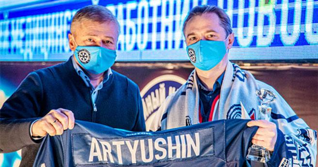 Новосибирская хоккейная «Сибирь» наградила лучшего медика ноября по собственной версии