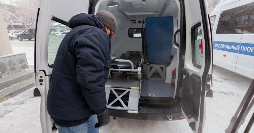 Районы Новосибирской области получили спецавтомобили для транспортировки пожилых и инвалидов