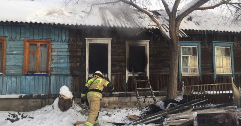 Во время страшного пожара в Новосибирске погибли трое детей и один взрослый
