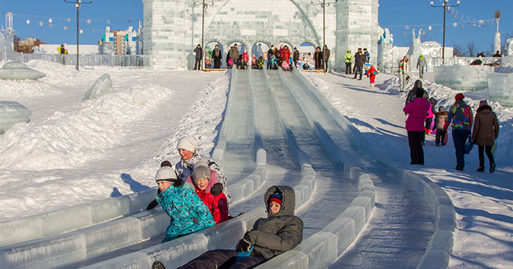 Новый год 2021: в Новосибирске на Михайловской набережной открывается ледовый городок