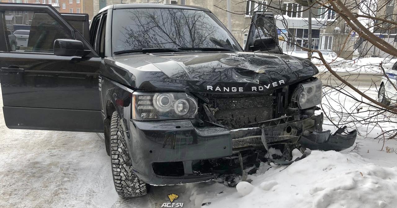 В Новосибирске на площади Ленина водитель кроссовера насмерть сбил женщину