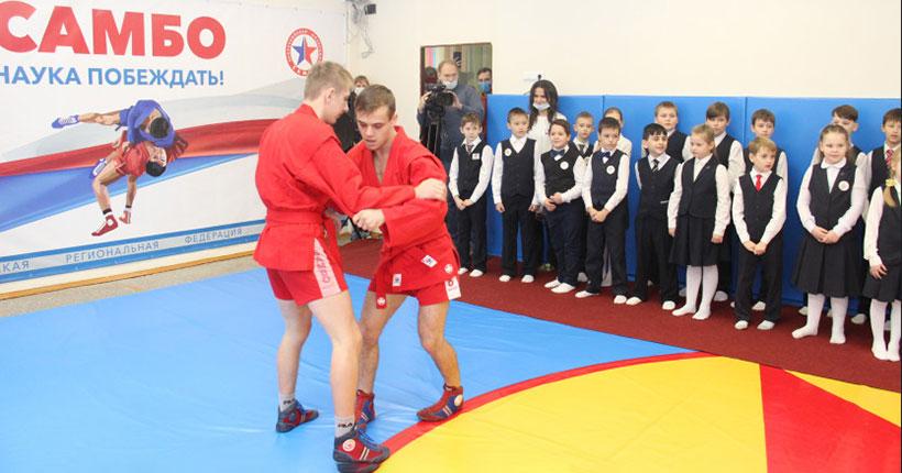 Министр образования региона Сергей Федорчук открыл новый специализированный спортзал самбо для школьников