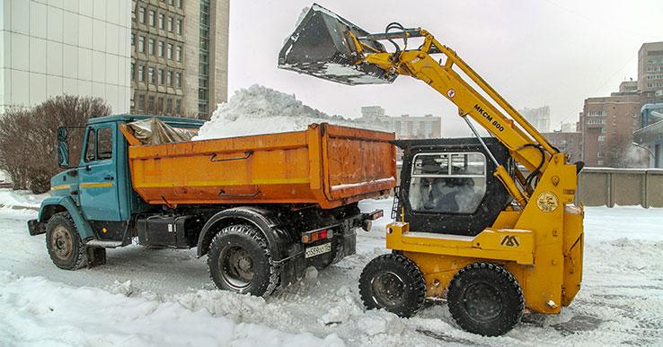 Мэр Новосибирска рассказал об усиленной уборке снега в городе во время оттепели