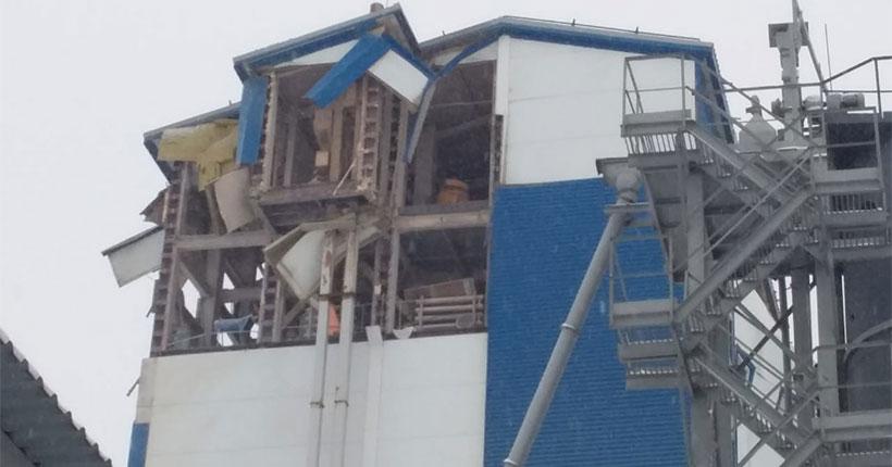 Спасатели обнаружили мужчину под завалами обрушенного здания в Новосибирске
