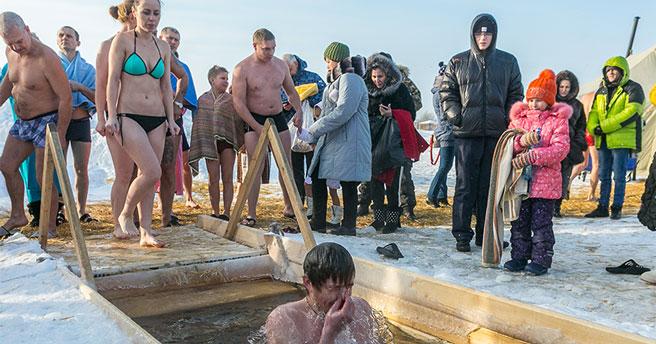 Жителям Новосибирской области не рекомендуют принимать участие в крещенских купаниях