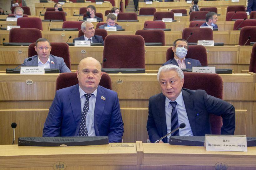 Депутаты новосибирского заксобрания рассмотрели более 300 жалоб от сотрудников ковид-госпиталей