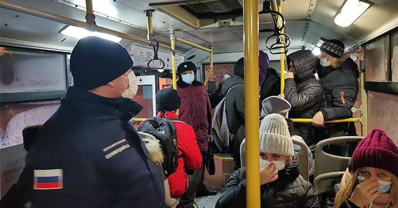 Стало известно, как пассажиры общественного транспорта Новосибирской области соблюдают масочный режим