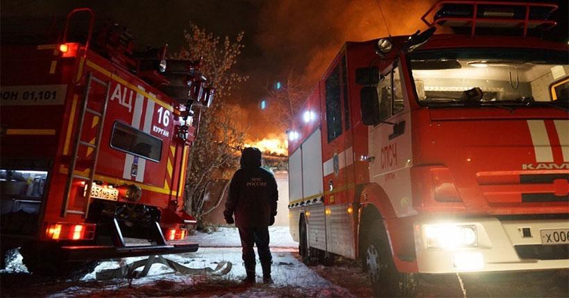 В Новосибирске в ночном пожаре погибли четыре человека