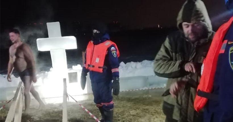 В Новосибирске с полуночи крещенские купели посетили уже почти три тысячи человек