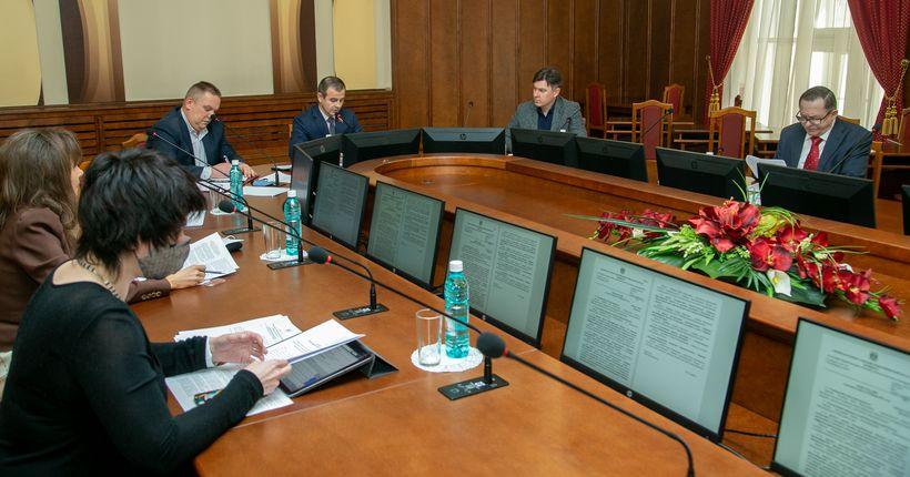 Штаты органов ЗАГС в Новосибирской области сократят