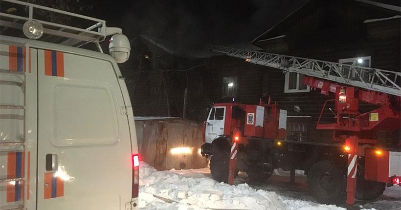 В Новосибирске в очередном крупном пожаре едва не погибли люди