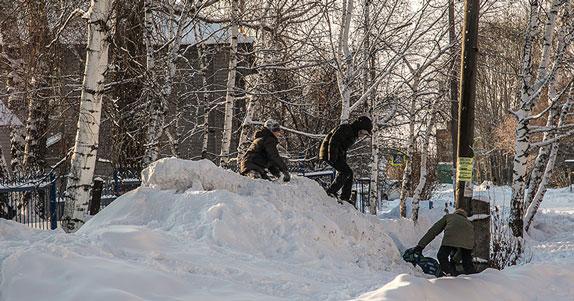 В Новосибирске при катании на сноу-тьюбе сильно травмировался ребёнок