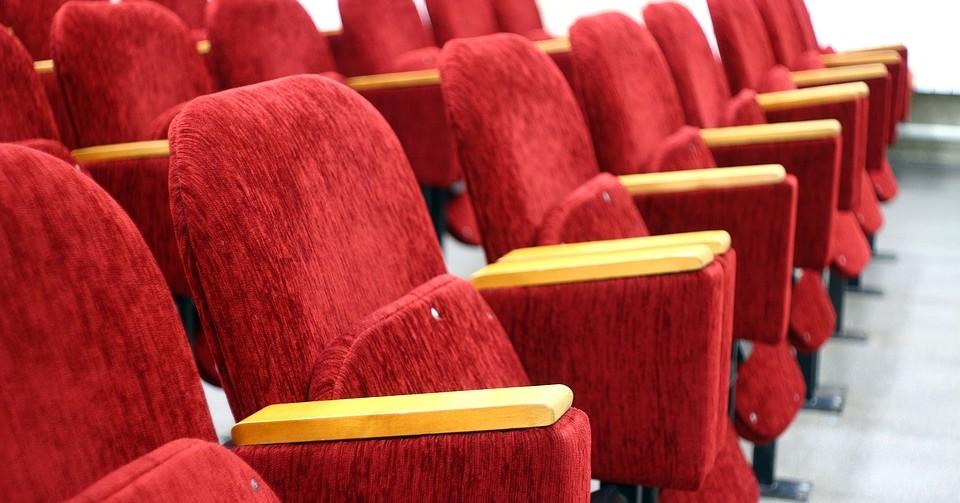 В Новосибирской области снимут ограничения с работы театров и стадионов