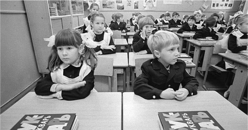 В соцсетях появилась информация, что учителя отдельных школ Новосибирска вернулись к советским учебникам