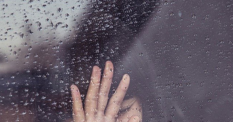 В Новосибирске 28 января из окна многоэтажного дома выпала девочка