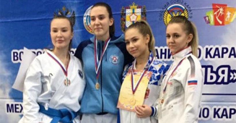 Новосибирские каратисты привезли с соревнований в Омске 72 медали